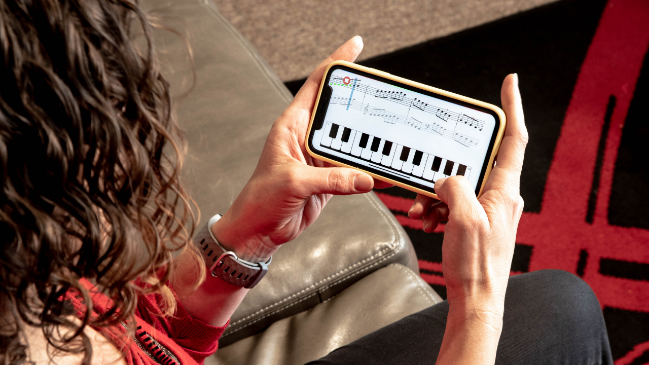 Heidi Garner with Piano Marvel virtual keyboard