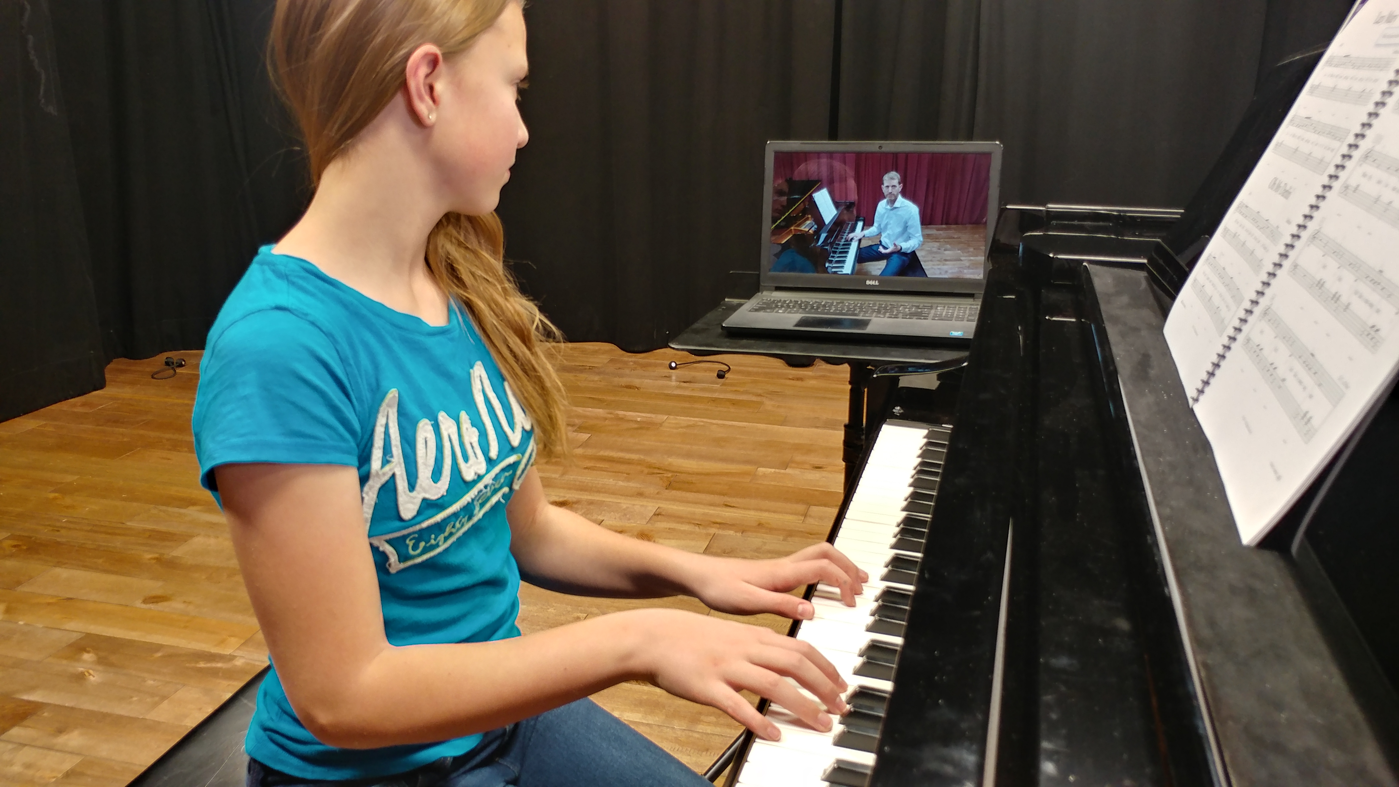Student in Online Piano Lesson